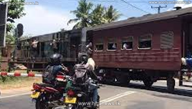 South Payagala railway crossing section closed on Galle Road