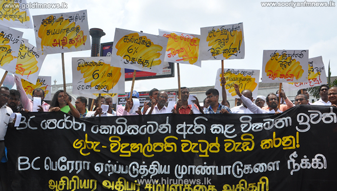Offline+teachers+and+principals+continue+protest+in+Colombo