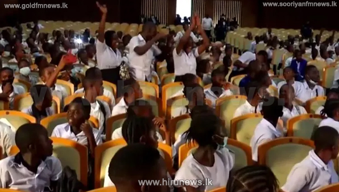 School children storm Congo's parliament demanding salary increase for teachers  (Video)